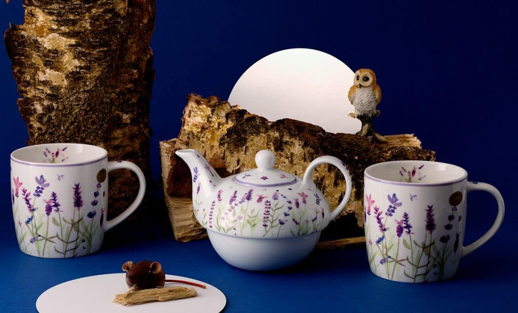 product photography of ceramic teapot and cups
