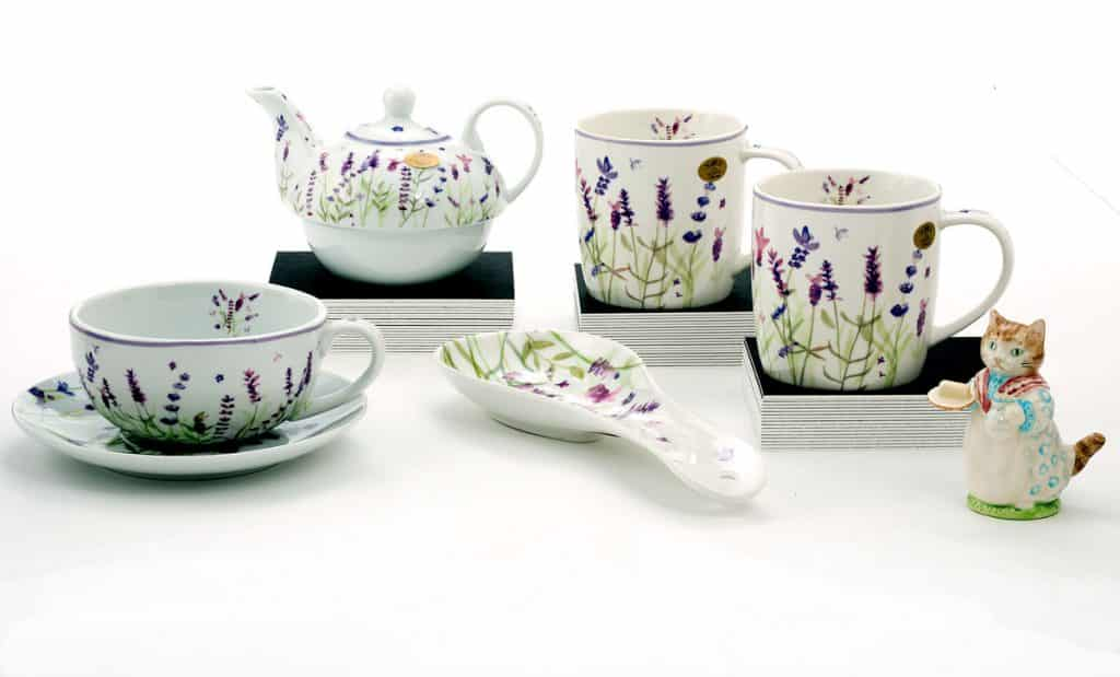 Summer teapot and cups