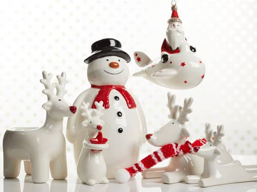 Photography of ceramic snowmen and Santa who bring the Christmas reindeers together